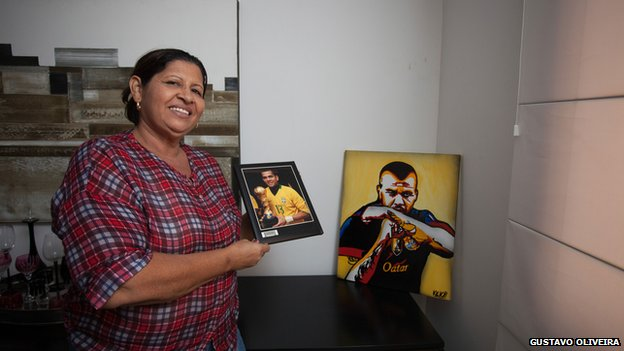 Daniel Alves's mother in her home in Juazeiro