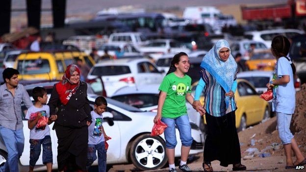 Mosul residents arrives at Kurdistan checkpoint. 11 June 2014