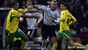 Robbie Savage playing for Derby