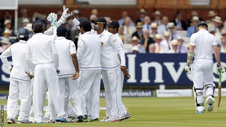Sri Lanka celebrate Sam Robson's dismissal