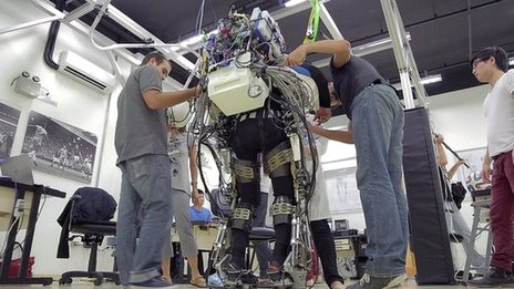 BBC News - Paraplegic in robotic suit kicks off World Cup