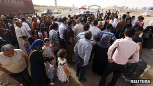 Families arrive at a checkpoint on the outskirts of Irbil