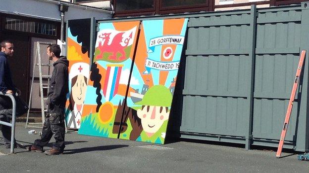 Ysgol Glancegin war mural
