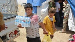 WFP food distribution at Kalak crossing