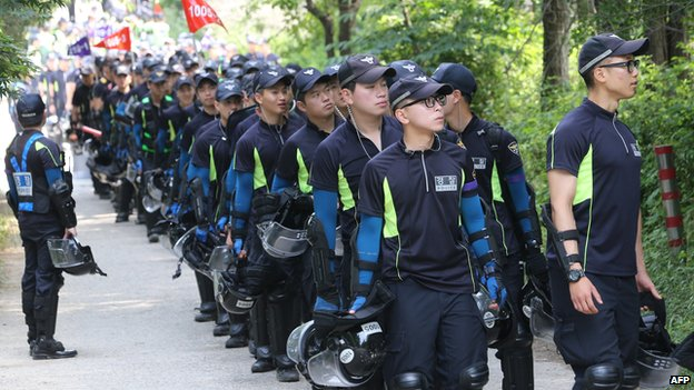 Policemen gather at the compound of Yoo Byung-Eun, a leading member of the Evangelical Baptist Church of Korea, in Anseong on 12 June, 2014
