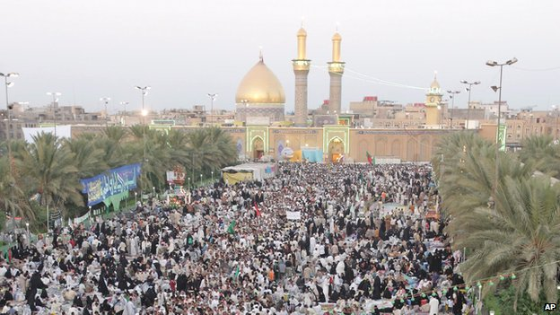 Iraqi Shia pilgrims crowd the streets of Karbala in 2005