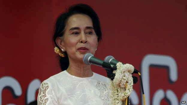 Opposition leader Aung San Suu Kyi speaks during a rally in the central city of Mandalay, Burma (May 18 2014)