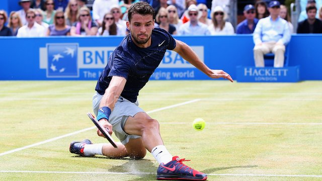 Grigor Dimitrov does splits against Stanislas Wawrinka at Queen's Club