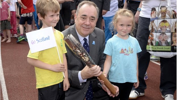 First Minister Alex Salmond with Craig Burns, seven, and Marilee Burns, five, at Meadowbank Stadium