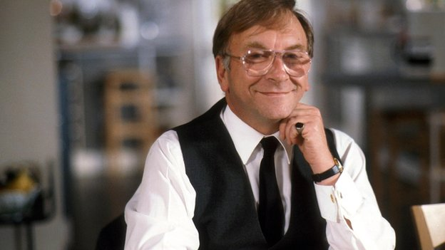 Sam Kelly in On the Up (1992)