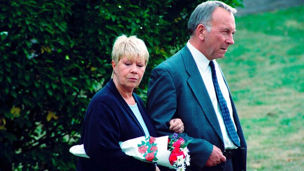 Laila Morse as Mo and Sam Kelly in EastEnders in 2004