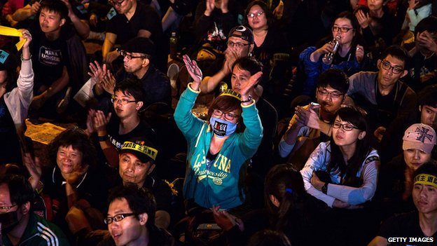 Over 200,000 people rallied on 30 March in Taipei opposing a contentious cross-strait service trade agreement with China.