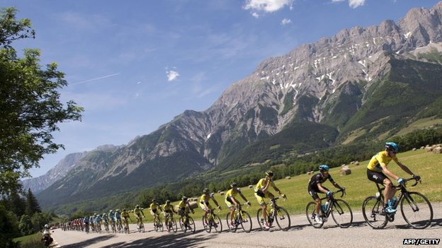 Chris Froome leads the pack in the Criterium du Dauphine