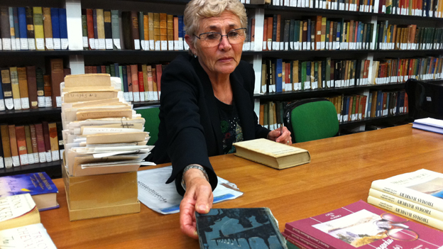 Jacqueline Rosadoni in the library