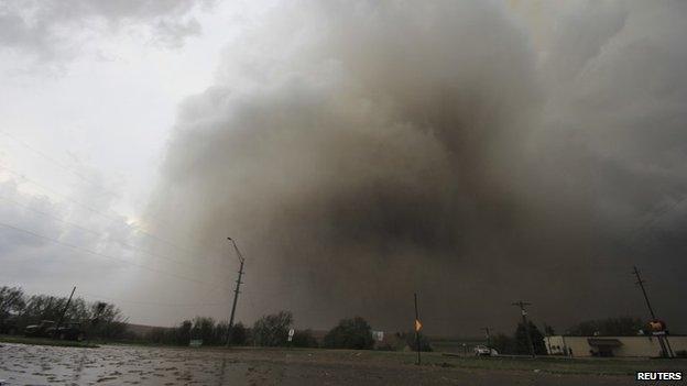 A tornado touches down near Pilger, Nebraska 16 June 2014