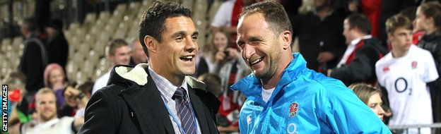 Dan Carter talks to England assistant coach Mike Catt