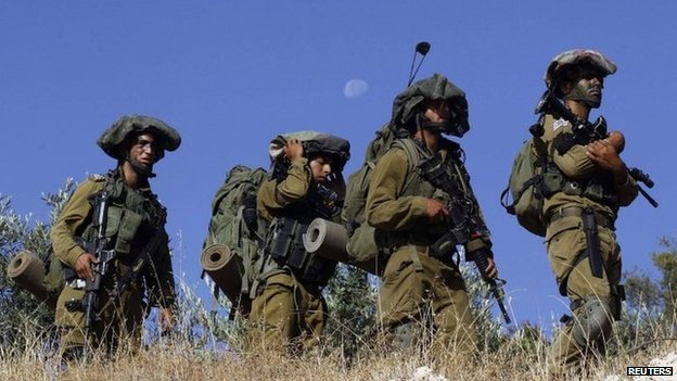 Israeli soldiers near Hebron (17 June 2014)