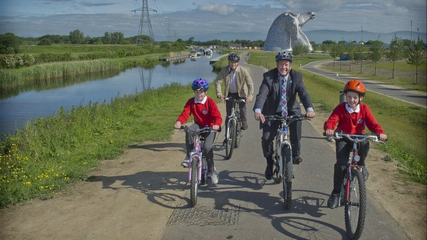 Kelpies cycle path 2
