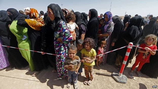 Women and children queue to register at temporary camps set up to house Iraqis who have been displaced by the fighting in Nineveh province (17 June 2014)
