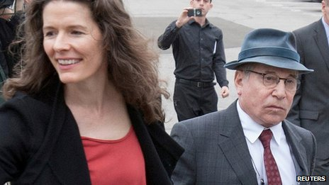 Edie Brickell and Paul Simon outside court in Connecticut