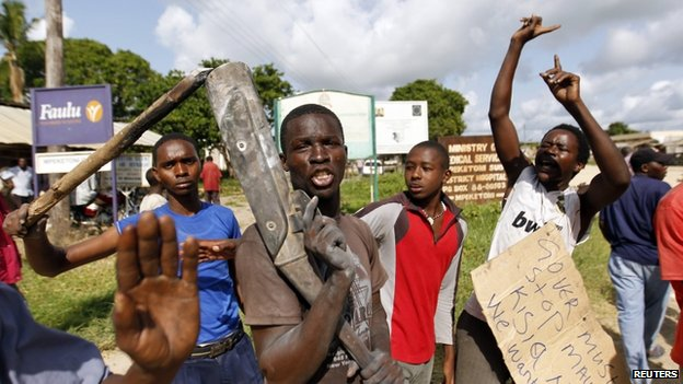 Residents chant slogans as they protest along the streets of Mpeketoni after gun attacks. Photo: 17 June 2014.