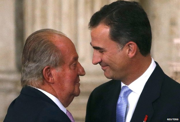 Juan Carlos and Felipe hug at Royal Palace in Madrid (18 June)