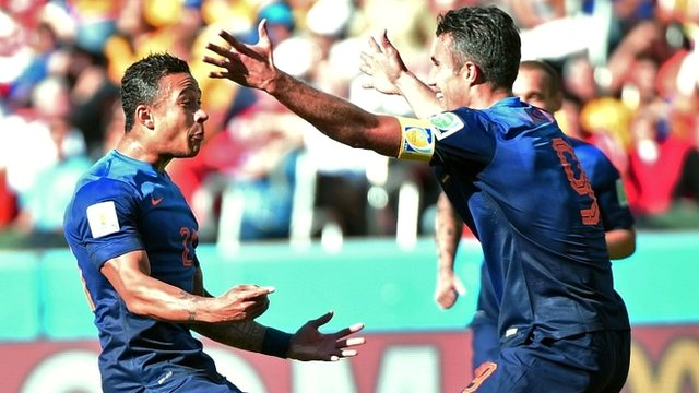 Memphis Depay celebrates with Robin van Persie
