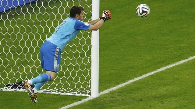 Iker Casillas mistake gifts Chile's second goal