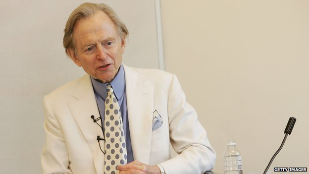 Tom Wolfe speaking to an audience