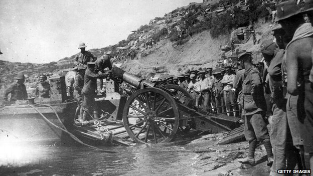 Troops landing at Anzac Cove in the Dardanelles during the Gallipoli campaign