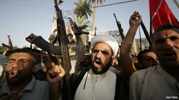 Tribesmen shout slogans while carrying weapons during a rally in the Shia holy city of Karbala (28 June 2014)