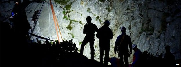 Rescue team waits at top of cave (19 June)