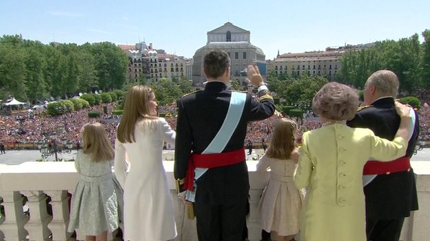 Royal family waves from the balcony at the Royal Palace in Madrid on 19 June 2014