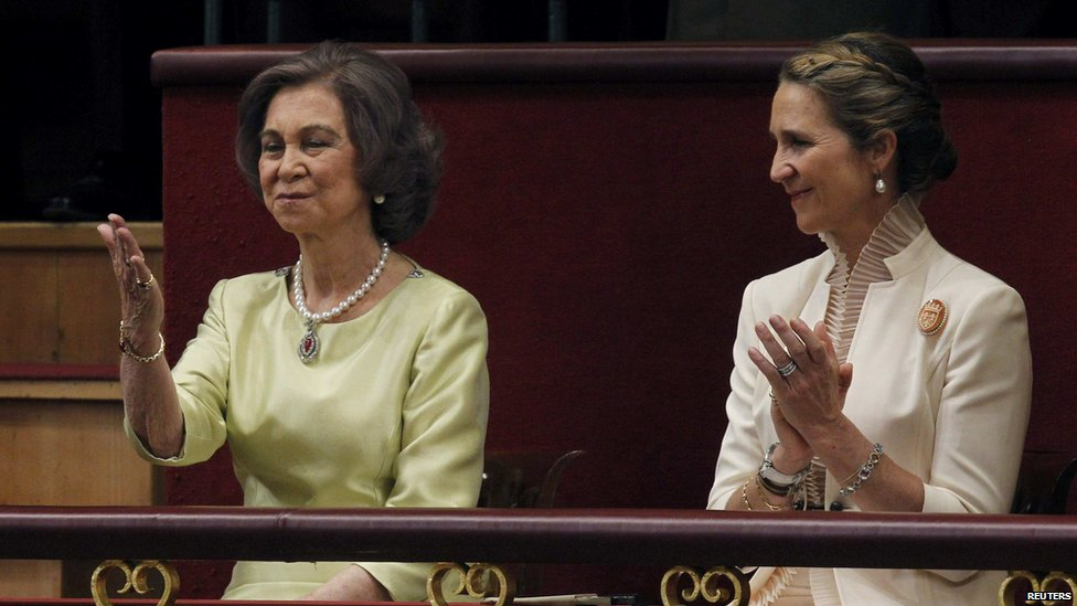 Spain's Queen Sofia (left) gestures as Infanta Elena applauds during the swearing-in ceremony for King Felipe VI on 19 June 2014