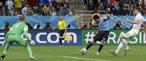 World Cup: England v Uruguay - Luis Suarez puts Uruguay 2-0 ahead