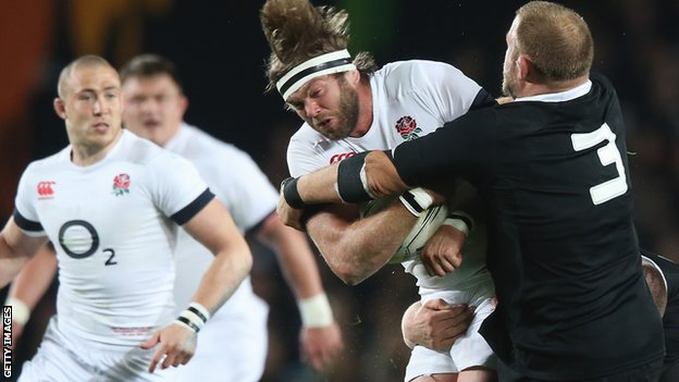 England lock Geoff Parling (centre)