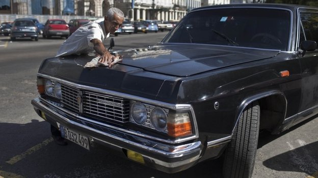 Driver Moises Suarez cleaning the presidential limousine. 18/06/2014