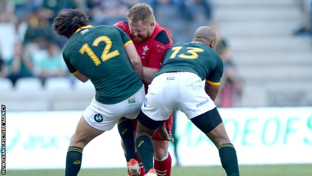 Samson Lee i action against South Africa