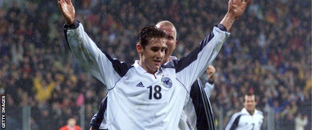 Miroslav Klose scores the winning goal on his debut against Albania on 24th March 2001