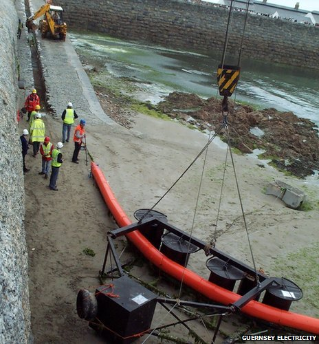Guernsey undersea electricity cable arriving ashore in 2000