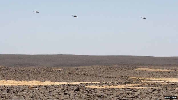Jordanian military helicopters fly near Jordan's border with Iraq (23 June 2014)