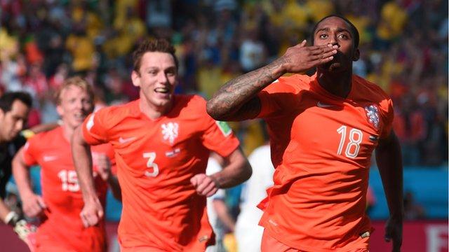 Netherland's Leroy Fer scores for the Netherlands