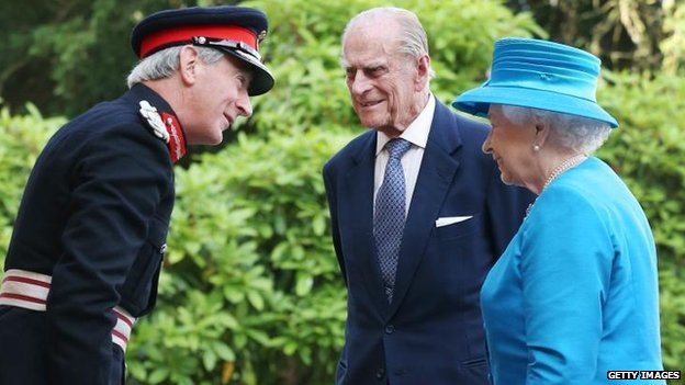 David Lindsay, Lord Lieutenant of County Down, with the Royal couple