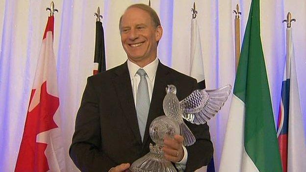Richard Haass with his award