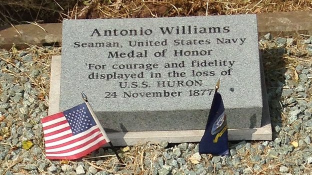Grave of Antonio Williams
