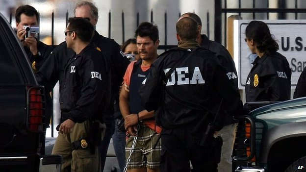 DEA agents escort Francisco Javier Arellano Felix to a waiting vehicle on 17 August, 2006 in San Diego