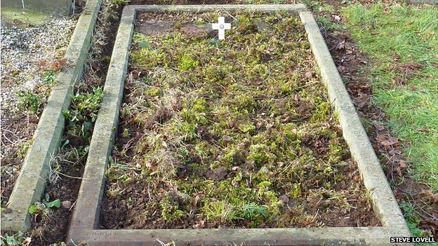 Antonio Williams grave covered in moss