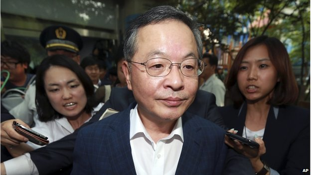 Former prime minister nominee Ahn Dai-hee leaves after a news conference about his resignation at the Government Complex in Seoul, South Korea, on 28 May 2014.