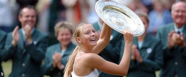 Maria Sharapova lifts the trophy in 2004