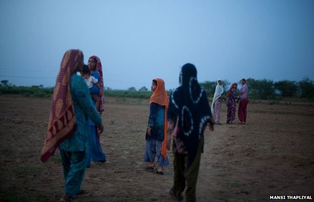 Women going to the fields in Kurmaali